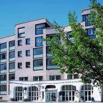 Straßenseitige Ansicht mit der denkmalgeschützten Fassade des Cafés. Bild: czerner göttsch architekten   Fotograf Klaus Frahm