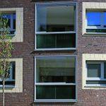 Die 'rahmenlose' Verglasung der Loggien schützt vor Wind, Regen und Lärm. Bild: czerner göttsch architekten   Fotograf Klaus Frahm