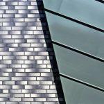 Die Materialkombination und der Stehfalz parallel zur Dachneigung sind gestaltprägend. Bilder: Burg+Schu, www.palladium.de | KS-Original GmbH