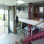 Die gusseiserne Treppe verbindet das Erd- mit dem Obergeschoss, wo sich weitere Büroräume auf der Galerie befinden. Bild:Dietmar Blome