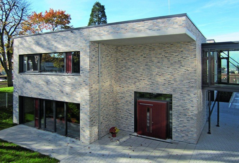 Kohlebrandziegel für Erweiterung der Käthe-Kollwitz-Schule in Böblingen. Bilder: UKP - Hettich Architekten