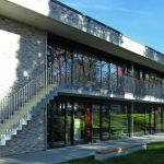 Nach Süden öffnen sich die Klassenräume mit großzügigen Verglasungen. Bild: UKP – Hettich Architekten