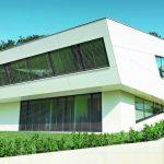 Entspanntes Wohnen und futuristisches Design unter einem Dach. Bilder: Prefa/Croce
