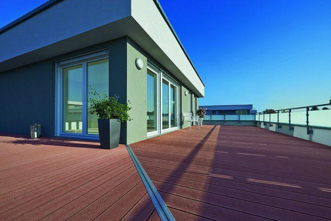 ohne rutschgefahr und splitter pflegeleichte terrassendielen. Black Bedroom Furniture Sets. Home Design Ideas