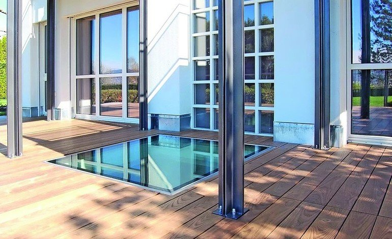Bodenverglasung nach Maß. Bild: Glassfloor