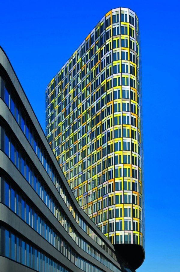 Mehrgeschossiges Gebäude mit schmalem Profil. Bild: Stefan Liebl, Dillingen
