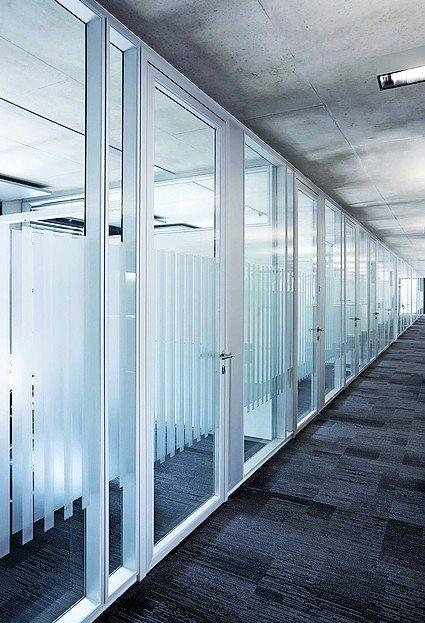Bürozellen mit Glaswänden. Bild: Feco Innenausbausysteme GmbH