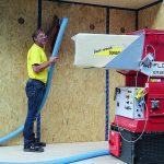 Setzungssichere Holzfaser-Einblasdämmung. Bild: Best wood Schneider
