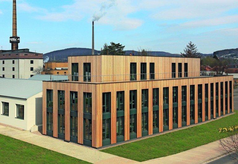Furnierschichtholz aus Baubuche für Neubau eines Bürogebäudes in Alfeld