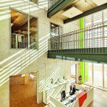 Im Foyer sind Konstruktion sowie die komplette Gebäudehöhe erlebbar. Bild: Ulrich Hoppe