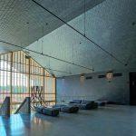 Die Schiefer-Innenbekleidung an Wand und Decke verleiht dem loftartigen Raum eine einmalige Atmosphäre. Bild: Rathscheck Schiefer