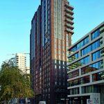 """Dank vorgefertigten Fassadenelementen konnte die Klinkerfassade des Amsterdamer Wohnturms """"900 Mahler"""" in einem schmalen Zeitfenster errichtet werden. Bild: Hagemeister"""