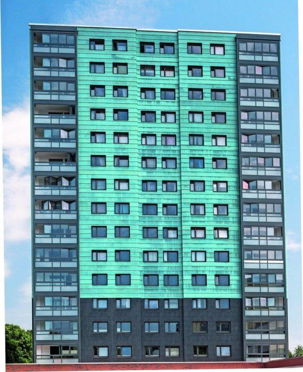 Saniertes Wohnhochhaus: Glas-Faltwände für mehr Wohnraum mit Frischluft. Bilder: Solarlux GmbH, Fotograf Jan Haeselich