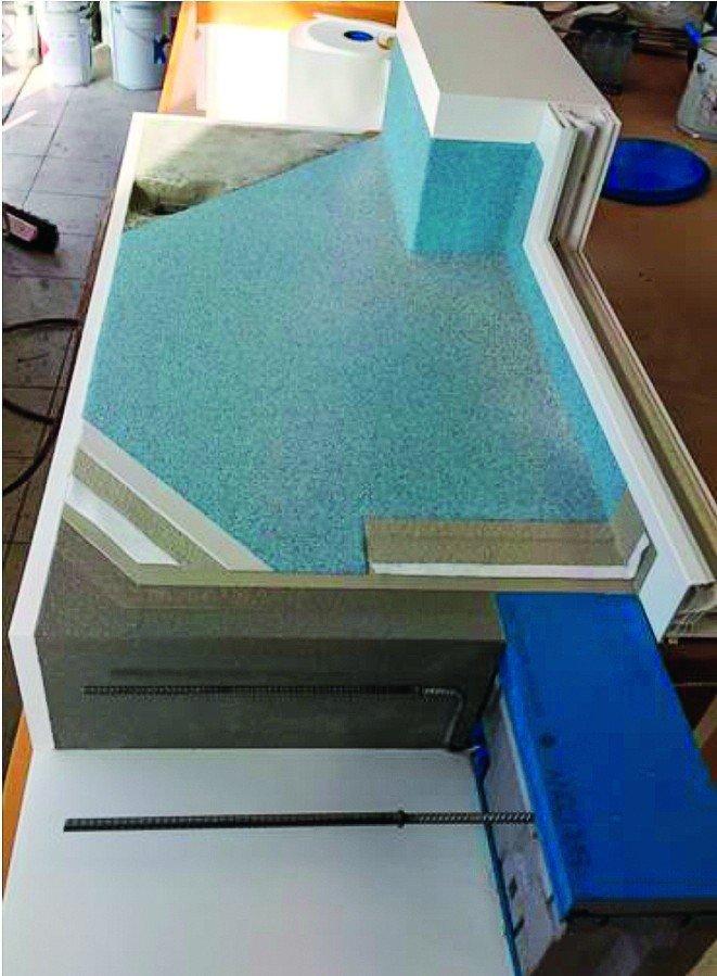 Anschauungsbeispiel zur Installation eines Balkonankers. Bild: Triflex