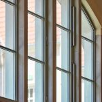 Für die Segmentfenster wurde Janisol gebogen und teilweise mit RWA-Elementen bestückt. Bild: Stephan Falk, Berlin, für Jansen AG