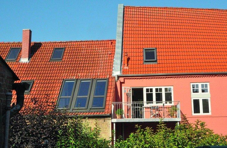 Neue Balkonfenster sind homogen ins Dachbild eingefügt. Bilder: Fakro