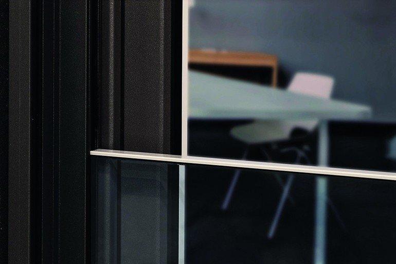 Integrierte Absturzsicherung für bodentiefe Fenster