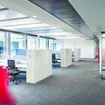 Die offenen Büroflächen bieten kommunikativen Austausch, aber genauso Raum für ungestörtes Arbeiten. Bild: Waldmann