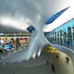 """Im Terminalgebäude wurde ein sogenanntes """"Twist"""" als tragendes und raumbildendes Element eingefügt. Bild:Hufton+Crow"""