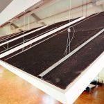 Die Aufhängung der Deckensegel erfolgt über vier Drahtseile. Bild:Knauf/Florian Bilger