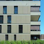 Beim mehrgeschossigen Bauen bieten Hybridbauten Vorteile bei der Statik, während die Holztafelwände mit sehr guten energetischen Eigenschaften aufwarten. Bild: Vallentin+Reichmann, München