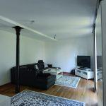 Der Wohnraum im EG mit Original-Gusseisensäule profitiert von der Innendämmung: Größere Behaglichkeit und geringere Energiekosten durch höhere Oberflächentemperatur an der Innenseite. Bild: Schlagmann Poroton
