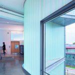 Damit diffuses Licht ins Innere des Gebäudes gelangt bei gleichzeitigem Wärme- und Sonnenschutz, setzten die Architekten auf transluzente Wärmedämmung. Bild: Iwan Baan