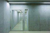 Transparenz im BRandschutz: Massivholz-Rahmentür ohne Glasleisten