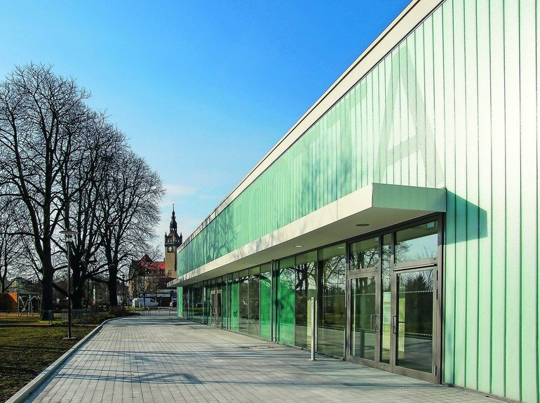 Die Sporthalle des Gymnasiums Dresden Cotta ist die derzeit größte Schulsporthalle der Stadt. Bilder: ARGE Hartmann+Helm/Junk & Reich, Eva Hartmann; May Landschaftsarchitekten Dresden