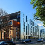 Bürogebäude-Ensemble in Düsseldorf glänzend komponiert. Bild: sop architekten   Foto: krischerfotografie
