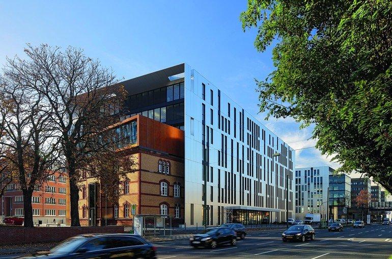Bürogebäude-Ensemble in Düsseldorf glänzend komponiert. Bild: sop architekten | Foto: krischerfotografie