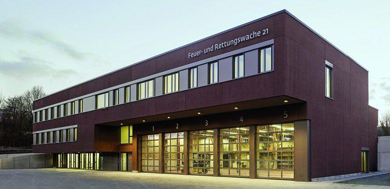 Rötliche Waschbeton-Fassade als Reminszenz zur hier ausgegrabenen altrömischen Töpferei. Bild: IZB/Christoph Kraneburg