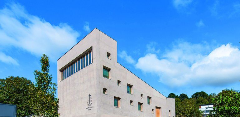 Durchgefärbter Leichtbeton für Kirchenfassade. Bild: HeidelbergCement AG/Steffen Fuchs