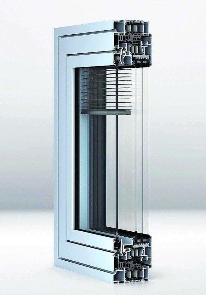Verbundfenster-System mit integriertem Sonnenschutz. Bild: Wicona