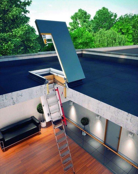 Bodentreppe und Flachdach-Ausstieg führen aufs Flachdach. Bild: Fakro