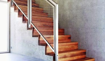 Flexibel und optisch überzeugend: Edelstahlnetz als Treppengeländer. Bild: Jakob Rope Systems