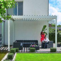 Terrassenüberdachung mit Lamellenflachdach.