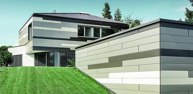 Die Prefa Fassade eines oberösterreichischen Einfamilienhauses zeigt ein geometrisches Farbenspiel in Anthrazit, Bronze und Elfenbein. Bilder: Prefa/Croce