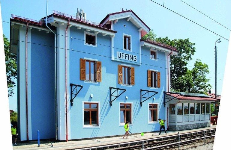 Nach der energetischen Sanierung des historischen Bahnhofsgebäudes mit Holzfaser-Dämmplatten konnten hier zeitgemäße Büroräume untergebracht werden. Bild: Frithjof Finkbeiner