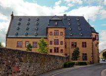 Mit speziellen Schrauben wurde der Dachstuhl des Solms-Hohensolmser Schlosses stabilisiert - im Rahmen einer umfassenden Revitalisierung. Bild: Konbau GmbH