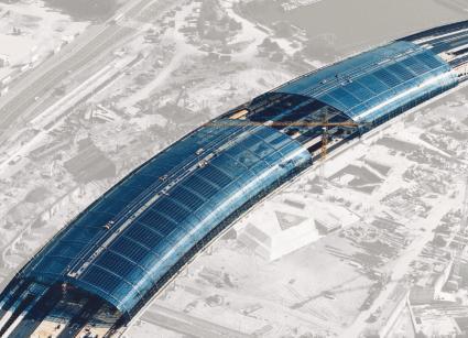 Die von gmp entworfene 430 m lange Haupthalle wird in filigraner Stahl-Glas-Konstruktion den Gleisbereich überdachen.