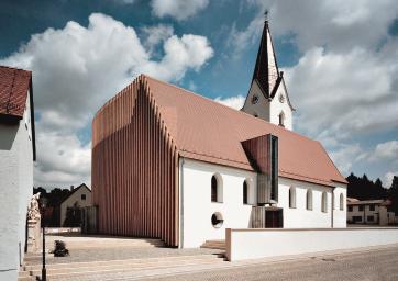 Anbauten Aus Holz Und Glas erweiterung der kirche st in wenzenbach in lichtes blau getaucht