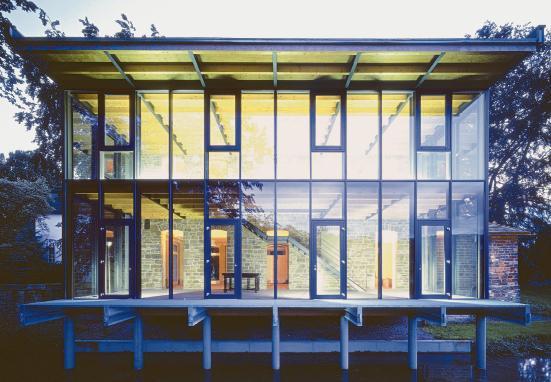 Sanierung und Glasanbau zeichnet vor allem ein ökologisch durchdachtes Klima- und Energiekonzept aus.