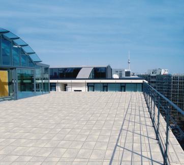 Über den Dächern von Berlin: Faszinierende Rundumblicke bietet die Penthouse-Terrasse des Ulrich-von-Hassel-Hauses.