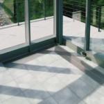 Nicht nur für die Außenfläche, auch im verglasten Wintergarten fanden die koraTEC-Platten Verwendung.