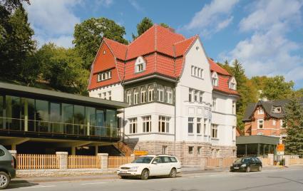 denkmalgesch tzte villa in bad gandersheim keile f r komplexe geometrien. Black Bedroom Furniture Sets. Home Design Ideas