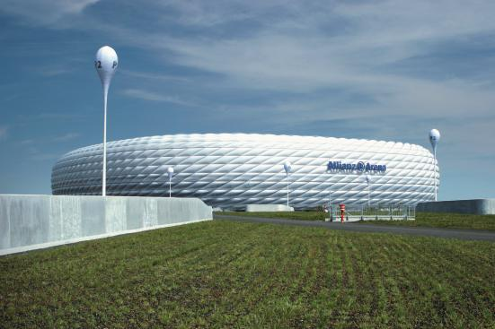 Allianz Arena in München. Illuminiertes Schlauchboot