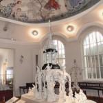 Hier werden besonders wertvolle Stücke ausgestellt, zudem kann man die Porzellanherstellung beobachten. Bild: Staatliche Porzellan-Manufaktur Meissen/Klaus Tänzer