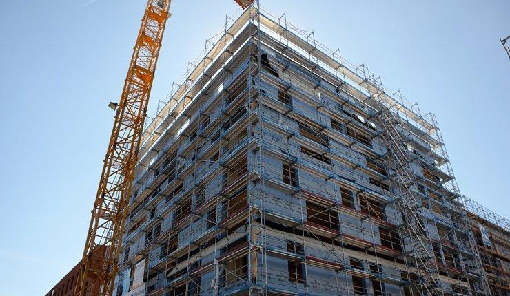 Der Deutsche Holzfertigbau-Verband fordert, die deutschen Landesbauordnungen zu vereinheitlichen, um das Bauen einfacher und kostengünstiger zu machen.Der Deutsche Holzfertigbau-Verband fordert, die deutschen Landesbauordnungen zu vereinheitlichen, um das Bauen einfacher und kostengünstiger zu machen.