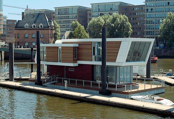 Floating Home im City-Sporthafen Hamburg. Wohnen auf dem Wasser